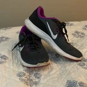 NIKE GYM SHOES VERY GENTLY USED